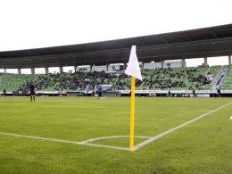 Derzeit eher weiß als grün: das Spielfeld im Stadion an der Kreuzeiche in Reutlingen.