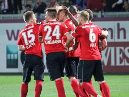 Jubel über den Führungstreffer gegen Osnabrück: Wiesbadens Spieler.