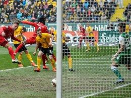 Die Spieler des Halleschen FC wollen die Krise von Dynamo Dresden weiter verschärfen.