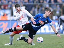 Fordert eine schonungslose Analyse: Fortuna Kölns Florian Hörnig, hier links gegen Bielefelds Klos.