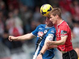 Sein 22. Saisontor brachte Bielefeld in Wiesbaden in Führung: Fabian Klos (re. Geyer).