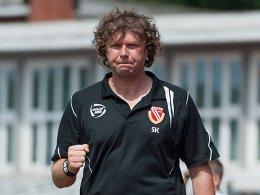 Energie-Trainer Kr�mer wehrt sich gegen Attacke