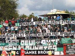 Eine Botschaft, die den SC Preußen 1000 Euro kostet: Banner im SCP-Block.