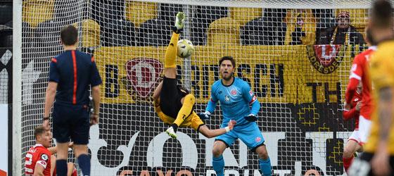 Akrobat Testroet trifft per Fallrückzieher zum 1:0 gegen Mainz II.