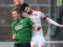 Krohne (li.) gegen Kruse: Preußen Münster unterlag gegen den Halleschen FC.