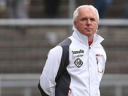 Trifft regelm��ig auf alte Bekannte, am Samstag in Rostock: Aalens Coach Peter Vollmann.