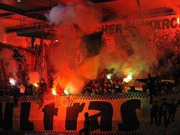 Brannten unter anderem am 4. Dezember 2015 in Großaspach bengalische Feuer ab: Dynamo-Fans.