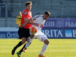 VfL-Stürmer Halil Savran machte der Wiesbadener Defensive das Leben schwer.