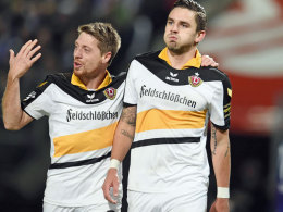 Warum so verhalten, Herr Goalgetter? Dresdens Doppelpacker Testroet (re.), hier mit Lambertz.