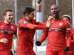Cacau (re.) brachte den VfB Stuttgart II gegen Chemnitz in Führung, am Ende reichte es nur für einen Punkt.