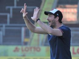Sandro Schwarz gibt Anweisungen am Spielfeldrand
