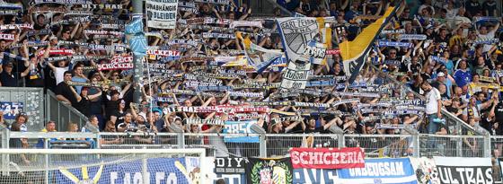 An der nötigen Unterstützung sollte es für den FCC nicht scheitern: Viele Jena-Anhänger reisten mit nach Wiesbaden.