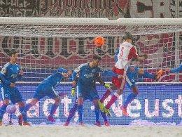 Gjasula entscheidet Schneeschlacht in Halle