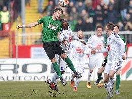 Münster obenauf, wie hier durch Philipps, doch die Tore fehlten: Osnabrück mit Sembolo kam zu einem 0:0.