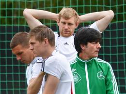 Überragend: Abwehrspieler Per Mertesacker (hinten) gab Bundestrainer Joachim Löw Entwarnung.