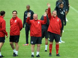 """Gute Stimmung bei """"Roy's Boys"""": England-Trainer Roy Hodgson (re.) hält sein Team bei Laune."""