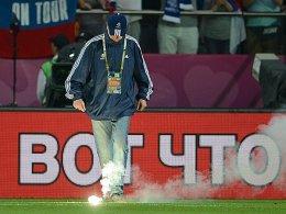 Bengalo mit Folgen: Der russische Verband und sein Team spielen auf Bewährung.