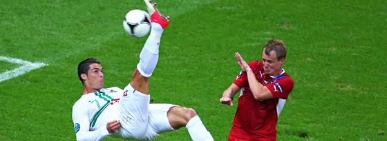 Akrobat schööön: Cristiano Ronaldo beim Fallrückzieher.