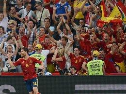 Der Held des Abends in Donezk: Xabi Alonso, umjubelt von den spanischen Anhängern.