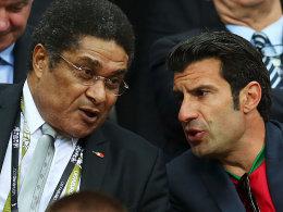 Zwei Legenden in Portugal: Eusebio (li.) an der Seite von Luis Figo zu Gast bei der EM.