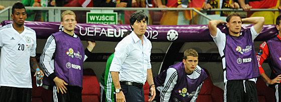 Ratlosigkeit: Bundestrainer Joachim Löw in der Schlussphase des Halbfinals gegen Italien.
