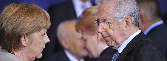 Abschied aus Brüssel, die Wege trennen sich: Italiens Premier Mario Monti reist zum Endspiel nach Kiew, Bundeskanzlerin Angela Merkel nicht.