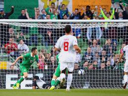 Irlands Robbie Keane (li.).