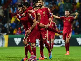 Minutenzählen beendet: Diego Costa traf für Spanien und wurde geherzt.