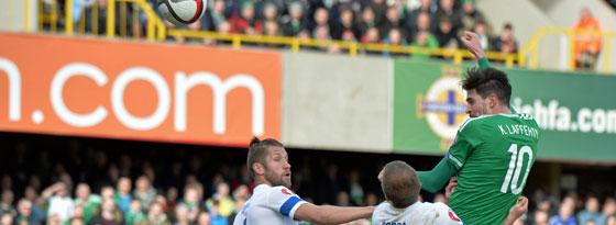 Nordirlands Lafferty erzielt seinen zweiten Treffer gegen Finnland.