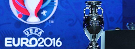 Objekt der Begierde: Um den Coupe Henri-Delaunay geht es bei der Euro 2016 in Frankreich.