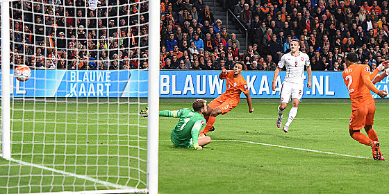 Der Anfang vom Ende f�r Oranje: Hoffenheims Kaderabek (#2) hat f�r Tschechien getroffen.
