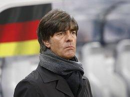 Warten auf die Gruppengegner: Bundestrainer Joachim Löw.