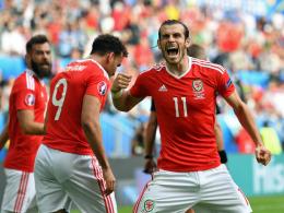 Die rote Wand feiert Bale und Robson-Kanu