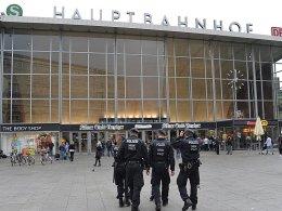 Russische Hooligans pr�geln offenbar in K�ln