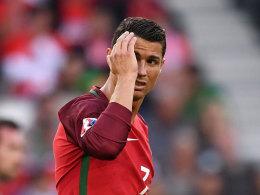 Ronaldo wirft Reporter-Mikro in den See