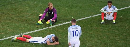 Englands Spieler am Boden