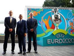 Aleksander Ceferin, Sadiq Khan und Greg Clarke bei der Logo-Präsentation in London.