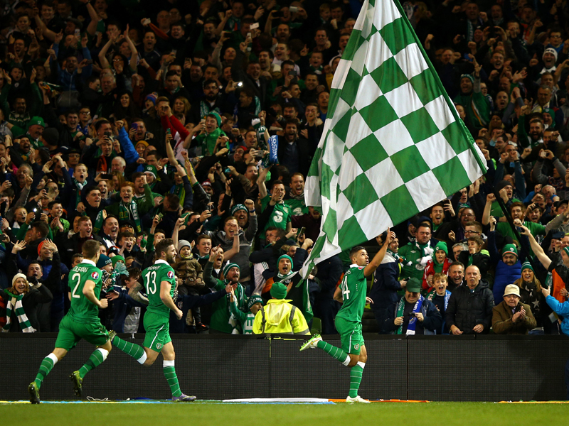 Party in Gr�n: Irland feiert Ticket f�r EM 2016