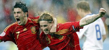 Villa (li.) und Torres beim Torjubel