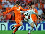 Klaas-Jan Huntelaar gegen Cosmin Contra