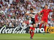 Das 2:0 für die DFB-Elf: Klose kommt frei zum Kopfball.