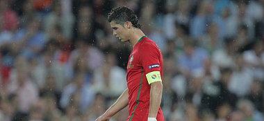 Der traurige Abgang des vermeintlichen EM-Superstars: Cristiano Ronaldo verlässt das Spielfeld und das Turnier.