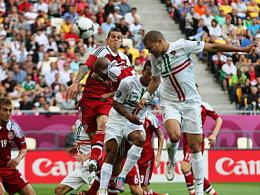 Das erlösende Tor für Portugal: Pepe köpft zum 1:0 ein.