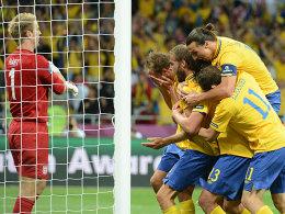 Während die Schweden jubeln, baut sich bei Hart (li.) Frust auf