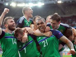 Historisch! Nordirland feiert McAuley und McGinn
