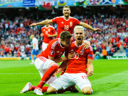 Die Drachen sind los: Bale schie�t Wales ins Achtelfinale