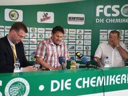 Insolvenzverwalter Heiko Kratz mit den Vorstandsmitgliedern Uwe Seemann und Matthias Weiß auf der Pressekonferenz zur bevorstehenden Insolvenz des FC Sachsen Leipzig