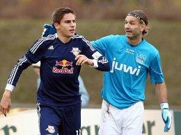 Spiel verloren, Fans gewonnen: Tomislav Piplica bei seinem Comeback mit dem 24 Jahre jüngeren Alexander Siebeck (RB Leipzig II).