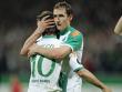 Eine Umarmung beim Torjubel: Miroslav Klose und Diego.