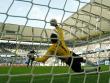 Klasse gehalten: Wolfsburgs Marcelinho scheitert an Stefan W�chter.